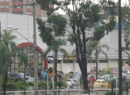 Estacionamento do Shopping Morumbi ficou alagado após a enchente em São Paulo Bruna Girotto
