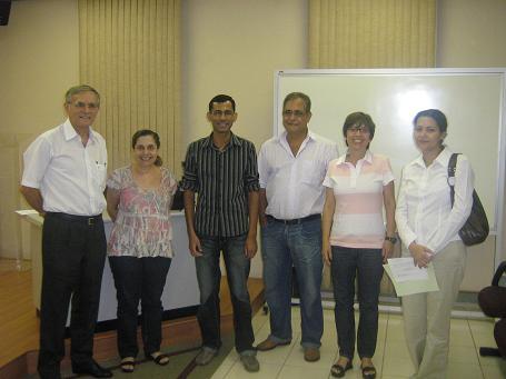 Gilberto, o terceiro, da esquerda para a direita, com a banca examinadora.