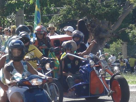Grupos de motoqueiros presentes na recepção Bruna Girotto