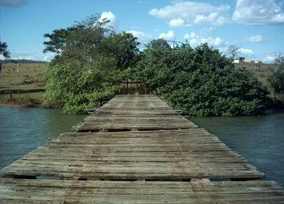 Ponte velha que fica na divisa de MS e GO, em CassilândiaBruna Girotto