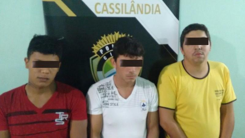 Os suspeitos presos em Cassilândia (Foto: Polícia Civil).
