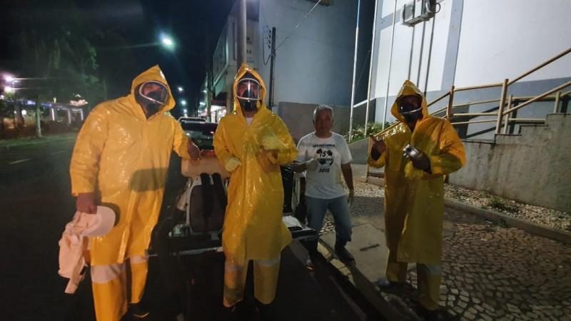 Foto e Vídeo: veja a Vigilância Sanitária fazendo a desinfectação no município