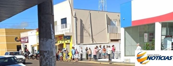 Em Cassilândia, observa-se através das filas que se formam nas agências bancárias pela manhã, que muita gente não está se preocupando com o Coronavírus.