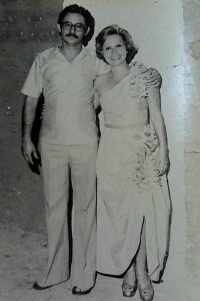 Carnaval de 1972. O médico Juracy Lucas e a esposa Eunice Coimbra Lucas (Nicinha). Foto postada pela filha Erika Lucas Coimbra.