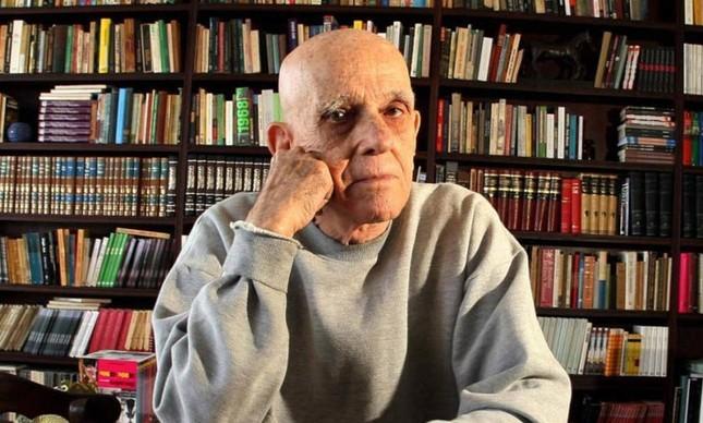 """Morreu na tarde de hoje no Rio de Janeiro o escritor Rubem Fonseca, com 95 anos de idade, vítma de um infarto. Ele estava em seu apartamento no Leblon.  Rubem é autor, entre outros, de """"Feliz ano novo"""" (1976), """"A coleira do cão"""" (1963), """"O cobrador"""" (1979)."""