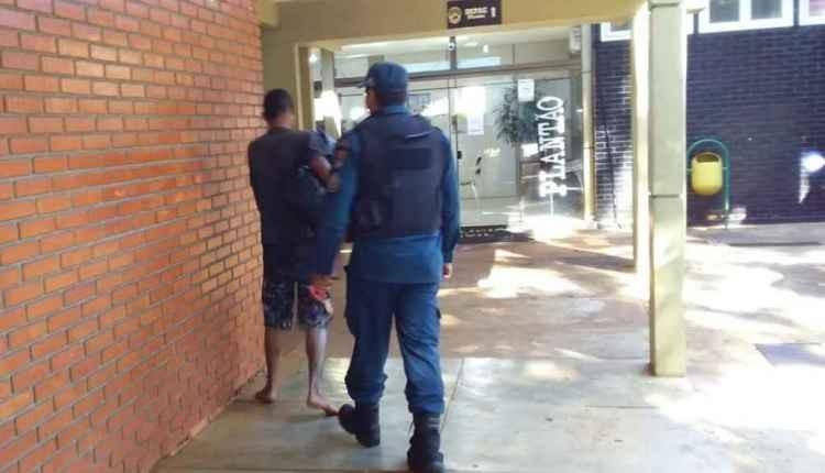 Invasor foi detido pela polícia. (Foto: Cido Costa)