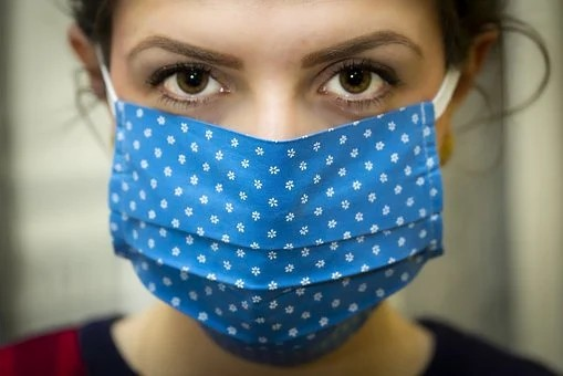 Covid-19: Crivella publica decreto que obriga uso de máscara no Rio