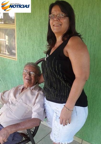 Faleceu hoje em Cassilândia, Chrissanto Veron, com 93 anos de idade, do Entroncamento do Itajá, avô do ex-locutor da Rádio Patriarca Chrissanto Veron Neto, hoje residindo em São Paulo. O corpo está sendo velado na Veladoria Municipal, ao lado do cemitério e o sepultamento ocorrerá hoje, às 16 horas.