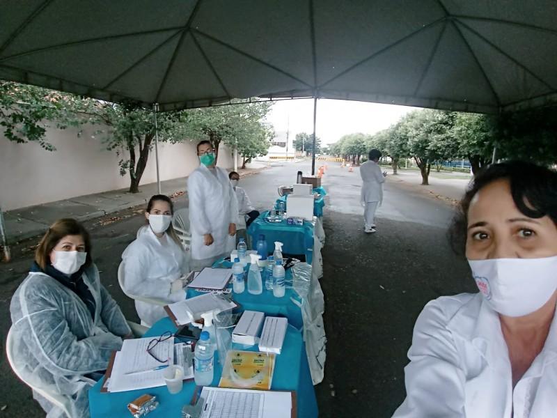 """Secretaria de Saúde realizou vacinação contra sarampo e gripe em """"Drive Thru"""""""