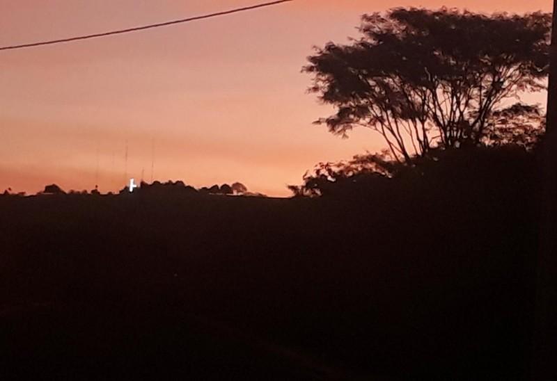Tati Dias envia foto e diz que seria perfeita caso o cruzeiro, instalado na serra, estivesse completamente iluminado.