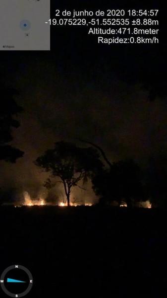 Fotogaleria: mais fotos sobre o fogo colocado no lixão da cidade de Itajá/GO
