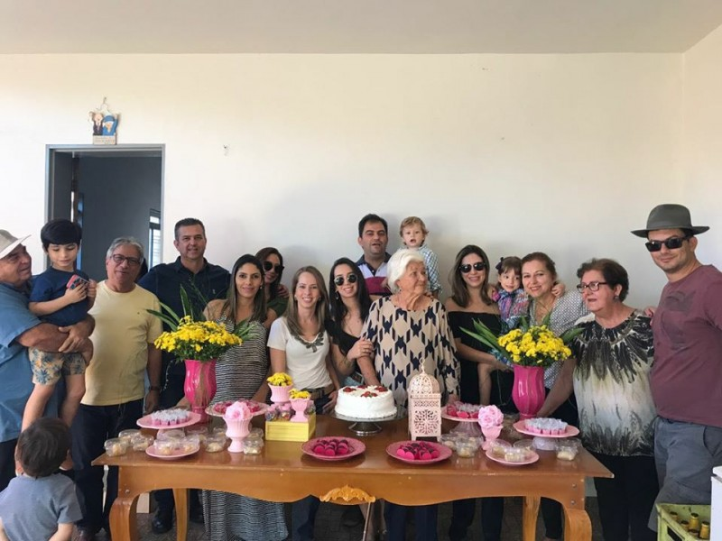 Da. Erotildes no aniversário de 91 anos de idade em 19 de julho de 2019, com a família.