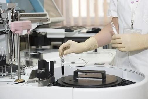 Diante das evidências, testes com hidroxicloroquina foram interrompidos