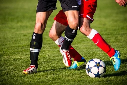 PSG vence Lyon nos pênaltis e conquista Copa da Liga Francesa