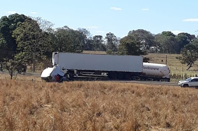 Fotogaleria: mais fotos do acidente no entroncamento do Itajá