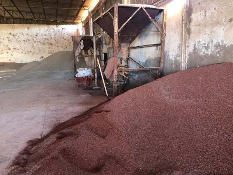 Complexo de barracões onde o fertilizante era misturado com corante líquido em uma betoneira - Foto por: PMMT