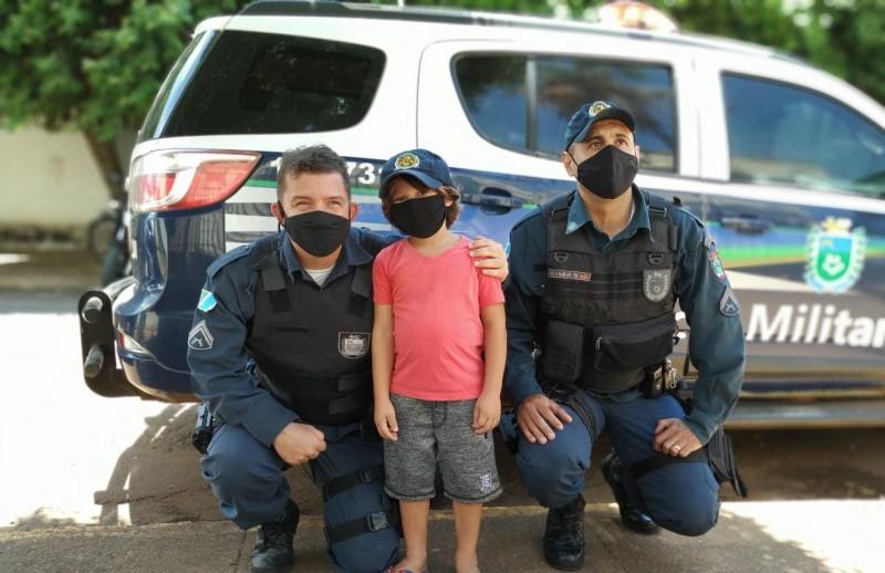 Polícia Militar recebe visita de um pequenino admirador em Aparecida do Taboado