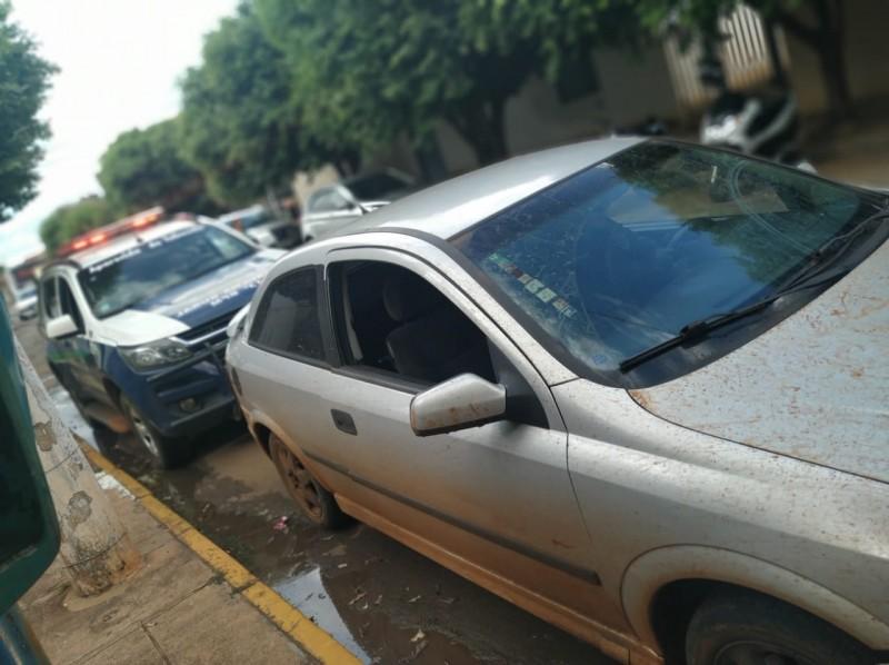 PM apreende, em Aparecida,  veículo utilizado durante roubo em Paranaiba