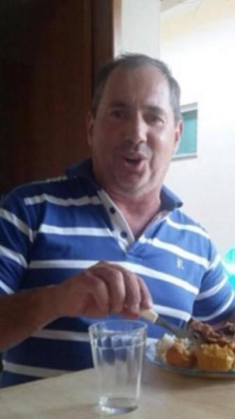 """A informação é de Tarcílio Ferreira: """"Infelizmente venho comunicar o falecimento de meu irmão AMARILDO(Pirú). Ele foi morar com Deus. Mais uma vítima da covid."""""""