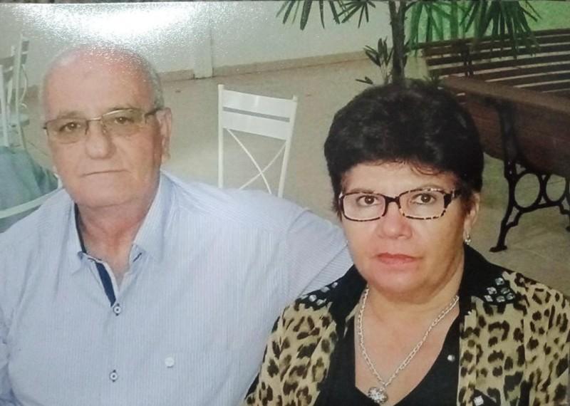 """O corretor Arary Dias Coelho, internado e entubado em Chapadão do Sul por Covid-19, está reagindo e apresentando melhoras em seu quadro clínico. A informação é de sua esposa Dinorá. """"O pulmão está reagindo"""",  disse. Arary e a esposa Dinorá na foto."""