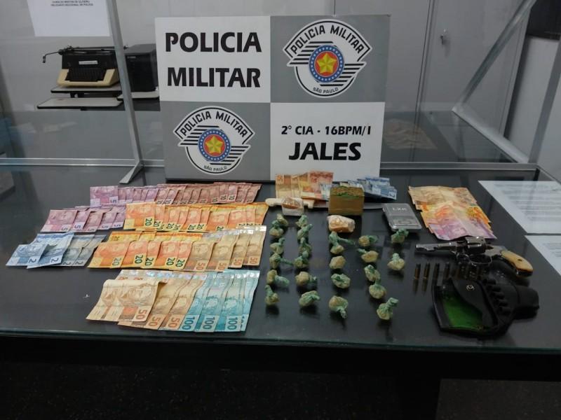 Polícia Militar de Jales prende dois indivíduos com drogas e arma