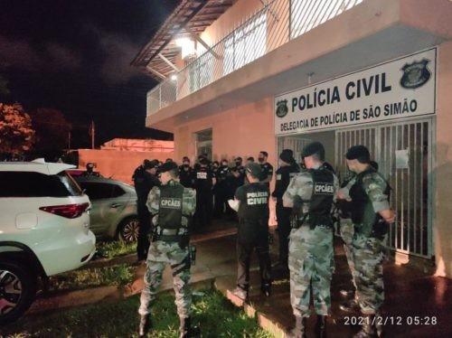 Polícia cumpre buscas e prisões relativas ao tráfico de drogas em São Simão