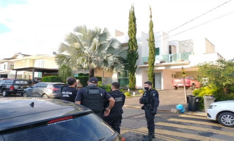 Os mandados foram cumpridos em Goiânia, em escritórios de contabilidade, empresas e nas residências dos investigados, em três condomínios de alto padrão.