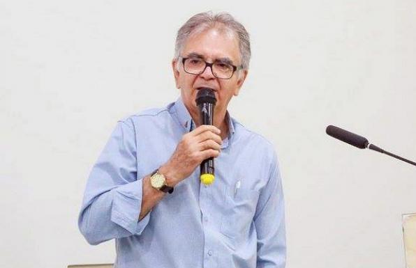 Médico Eltes de Castro Paulino