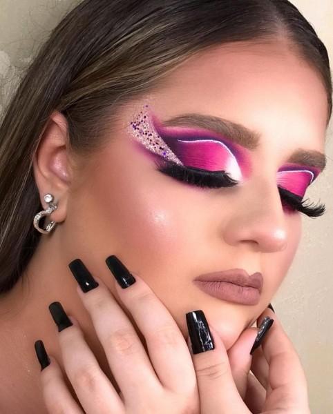 Priscilla Pacheco ministra cursos de maquiagem profissional em seu Studio Makeup