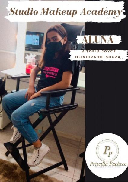 Aluna do Studio Makeup Academy Vitória Joyce Oliveira de Souza