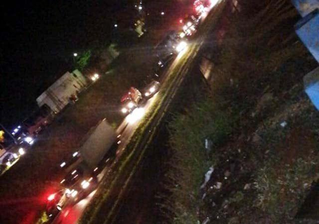 Fotogaleria -ônibus que transportava sacoleiro pega fogo em rodovia de Araçatuba
