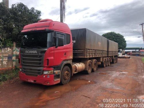 Polícia liberta motorista de caminhão de cativeiro e recupera carga de soja