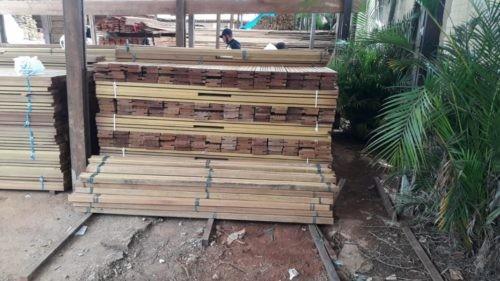 Decar prende motorista suspeito de receptação de carga de madeiras
