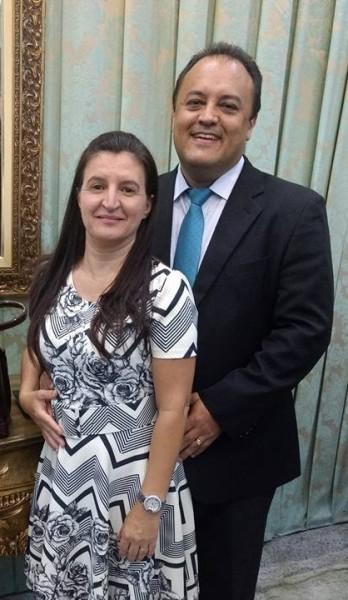 Pastor Clodoaldo e a esposa Maria Elaine (Foto: Facebook)