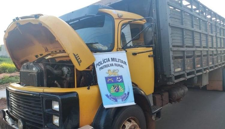 Com CNH suspensa, homem é preso com caminhão boiadeiro adulterado