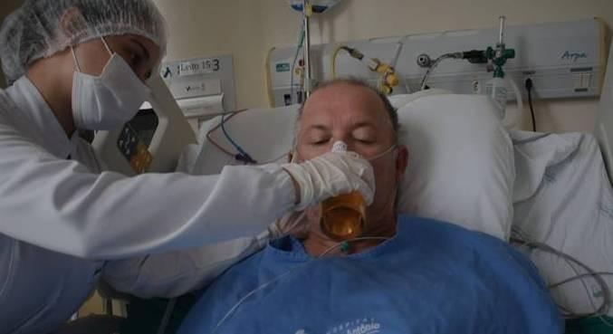 Fotogaleria: idoso toma cerveja ainda no hospital após ficar 27 dias internado