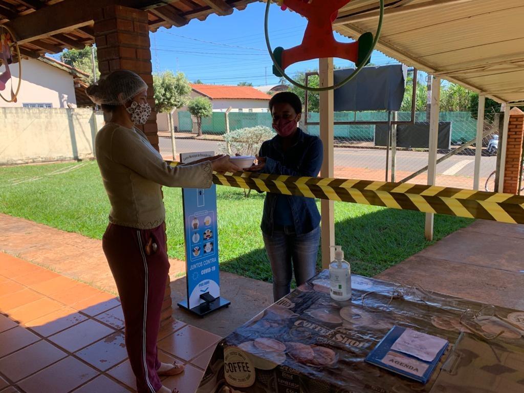 Fotogaleria: Educação começa a servir as marmitas para os alunos matriculados