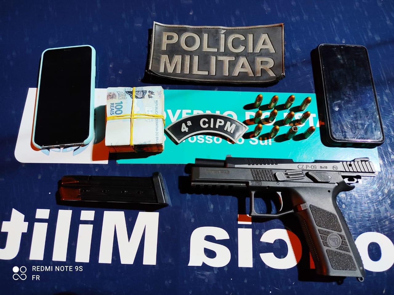 Mulher é presa com pistola municiada e R$ 10 mil reais dentro de maço de cigarro