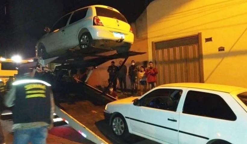 Fiscais encerram festas ilegais e recolhem 10 carros de som em Goiás