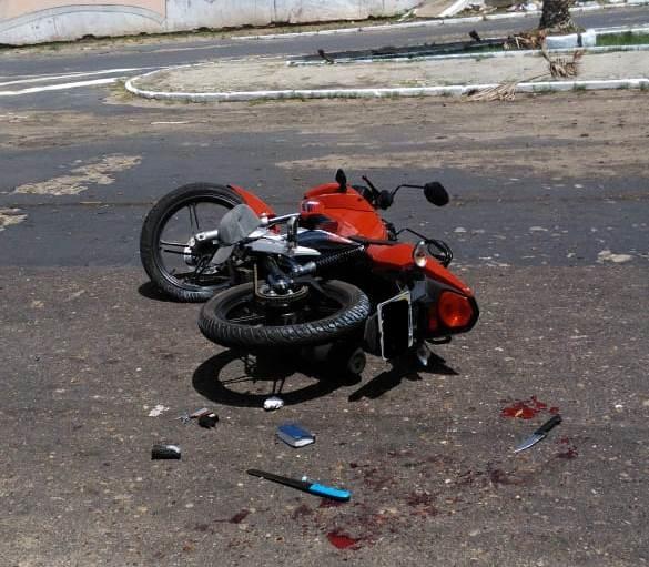 Motociclista sem CNH foge da Polícia, cai, leva pontos no queixo e é preso