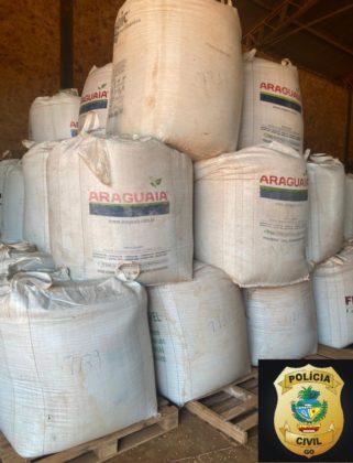Polícia Civil prende em flagrante suspeitos de furtar 10 toneladas de soja em fazenda