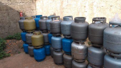 Polícia recolhe mais de 40 botijões de gás de depósito sem autorização