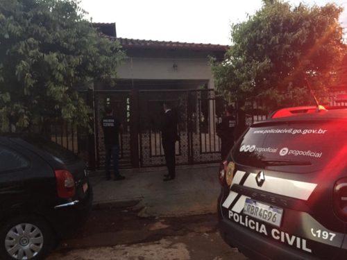 Covid: Polícia indicia cinco pessoas por furar a fila da vacina