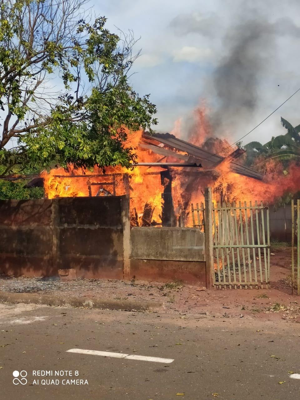 Fotogaleria: Polícia Militar emite nota sobre o incêndio ocorrido nesta tarde em Cassilândia