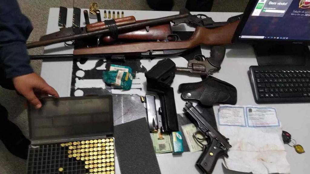 Briga por posse de terra termina com armas apreendidas e oito pessoas presas