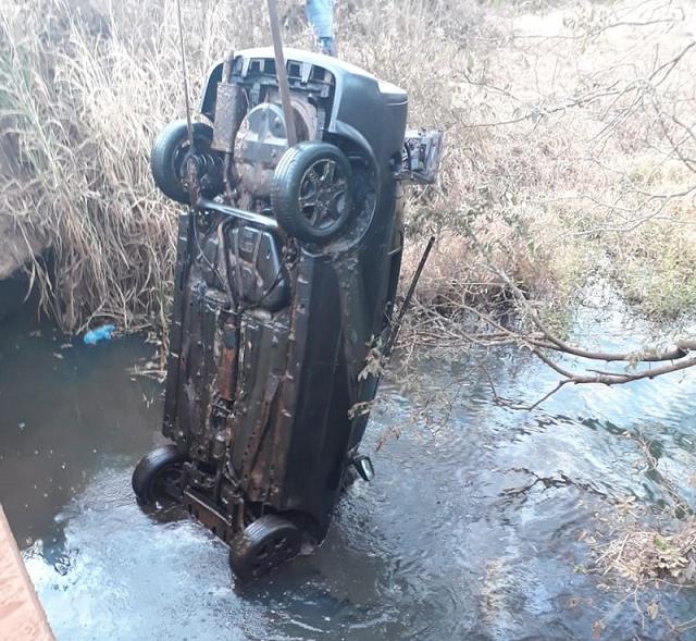 Pescador acha carro dentro de rio com ossada de dois homens que podem ter desaparecidos há sete anos