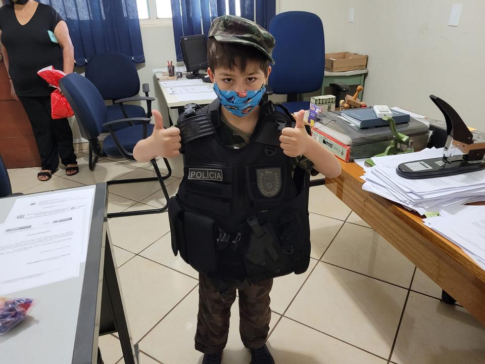 Garoto de 5 anos que sonha em ser PM visita Quartel em Cassilândia