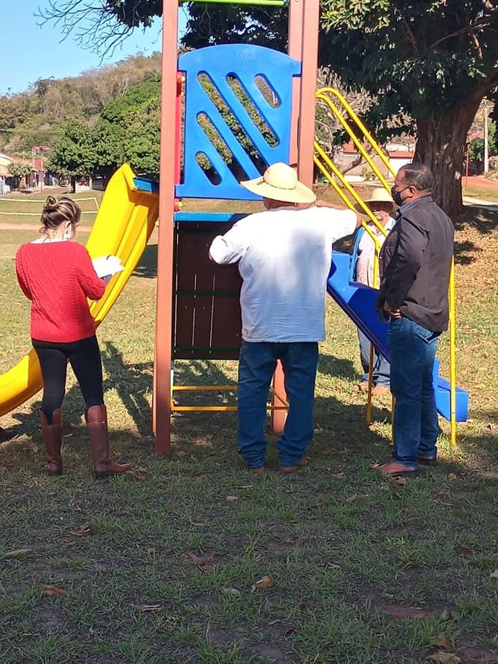 Cassilândia: dois novos parques infantis estão sendo instalados