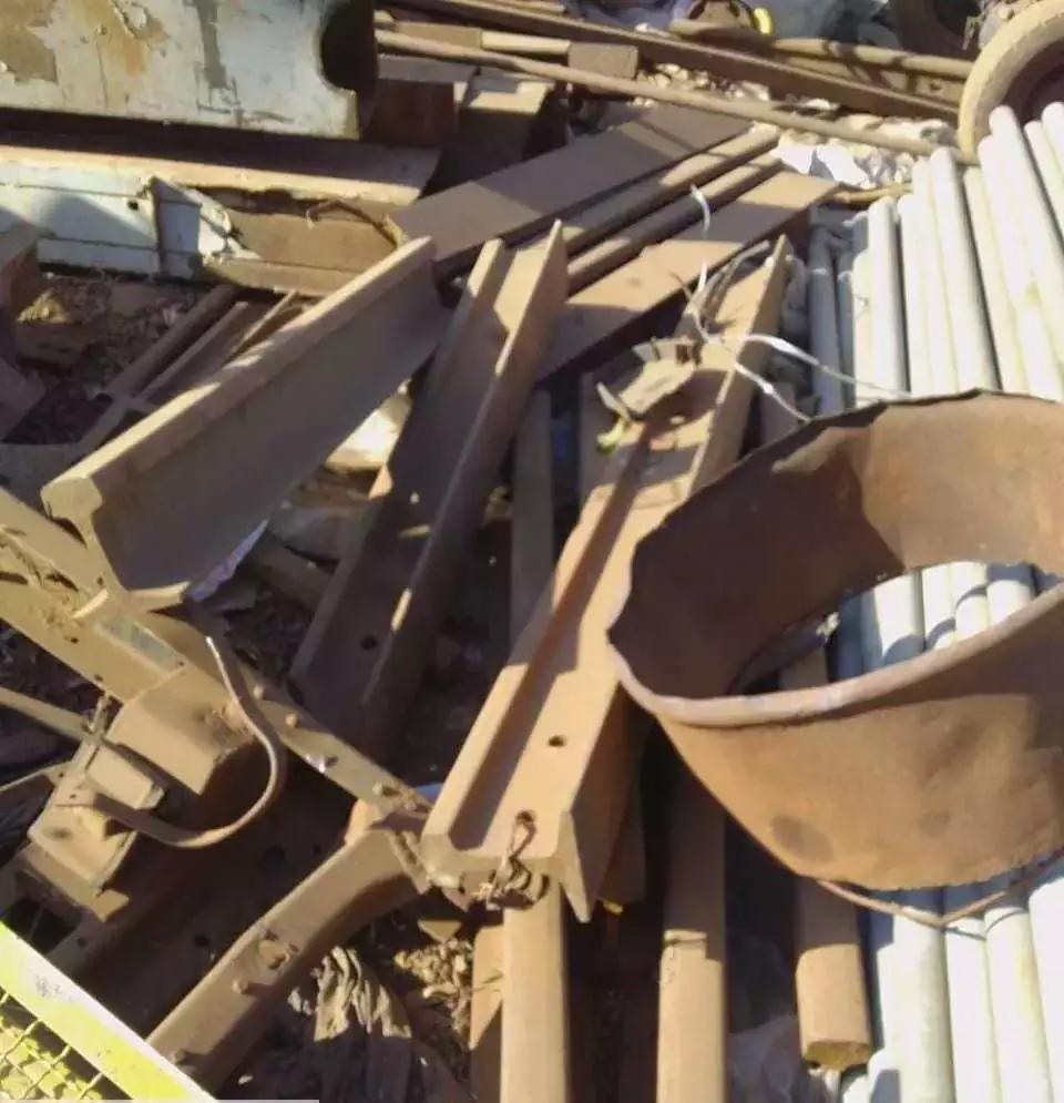Dono de ferro velho é preso por receptação com 80 metros de trilhos