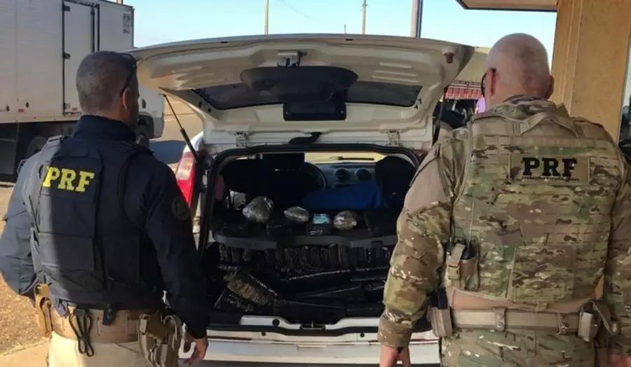Foragido por tráfico é preso enquanto transportava drogas entre cidades